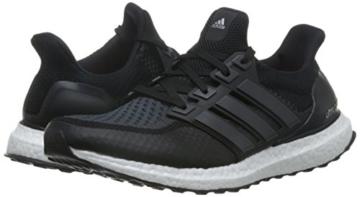 Adidas Ultra Boost Laufschuhe rechter und linker Schuh